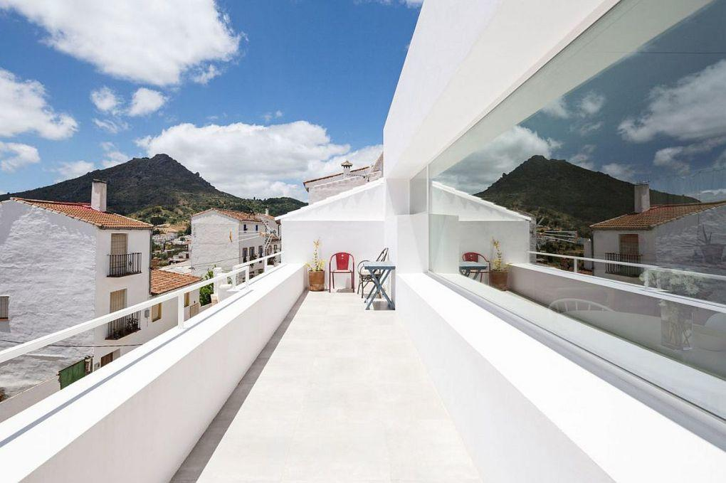 Gaucin | Balcony in white with a view of Gaucin and Strait of Gibraltor 1