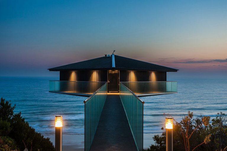 Yüzüyor Gibi Duran Ev | Bir Gece Konaklamak Pahalı