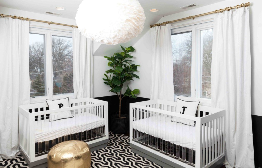 İkiz Bebek Odası | Bright white nursery with golden elements 1