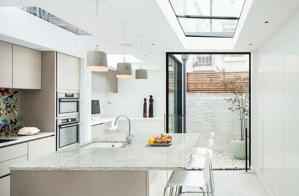 Eski Ev Yenileme Fikirleri | Contemporary kitchen in white of the revamped British home 1