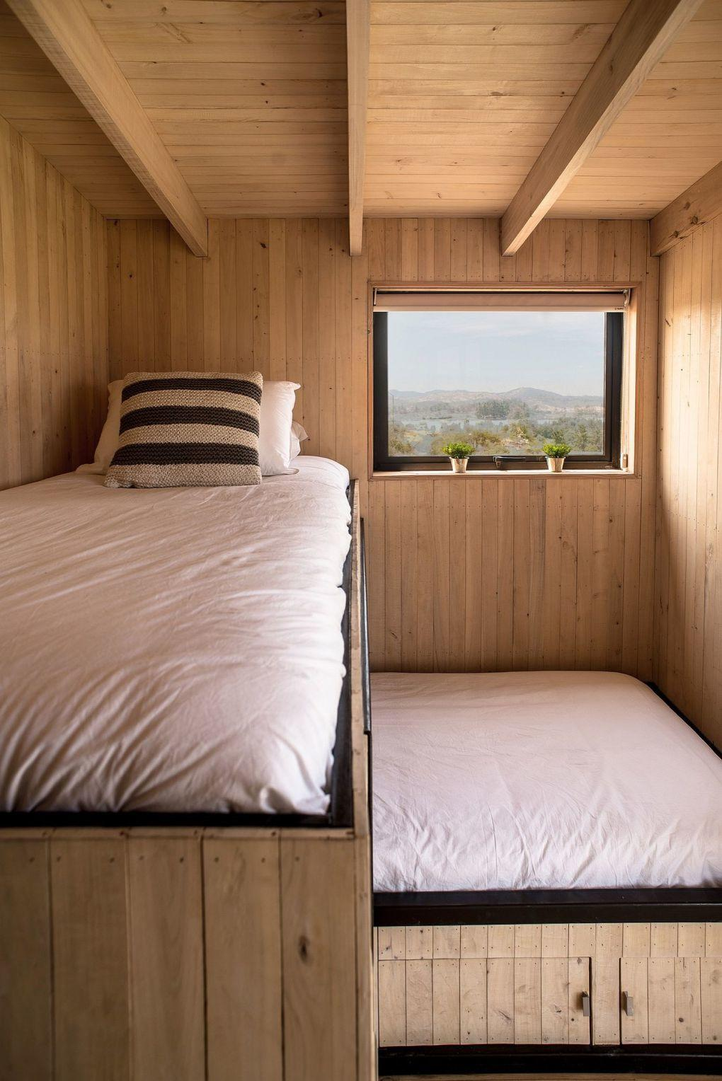 Ahşap Ev | Creating space for a loft bed in the small cabin style bedroom 1