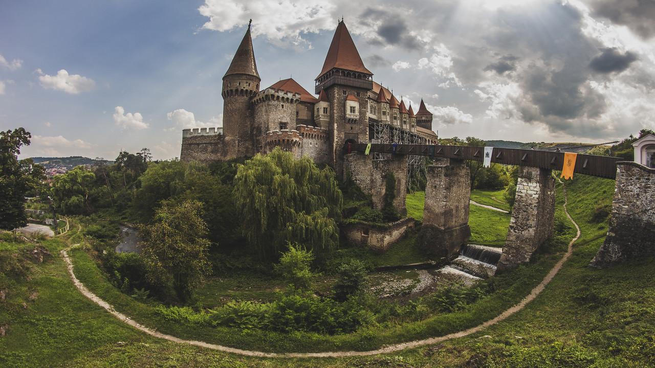 Dünyanın En Güzel Kaleleri | Korvin Kalesi