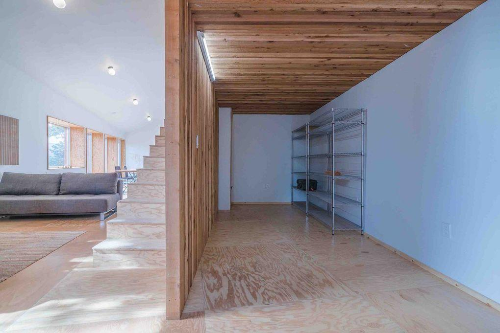 Colorado Evleri | Minimal and cozy interior clad in FSC plywood cedar and tile 1