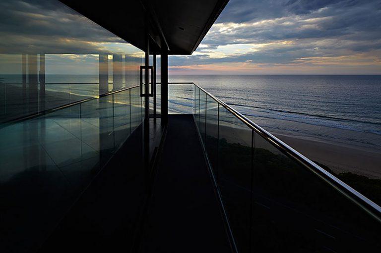 Yüzüyor Gibi Duran Ev | Modern Evler