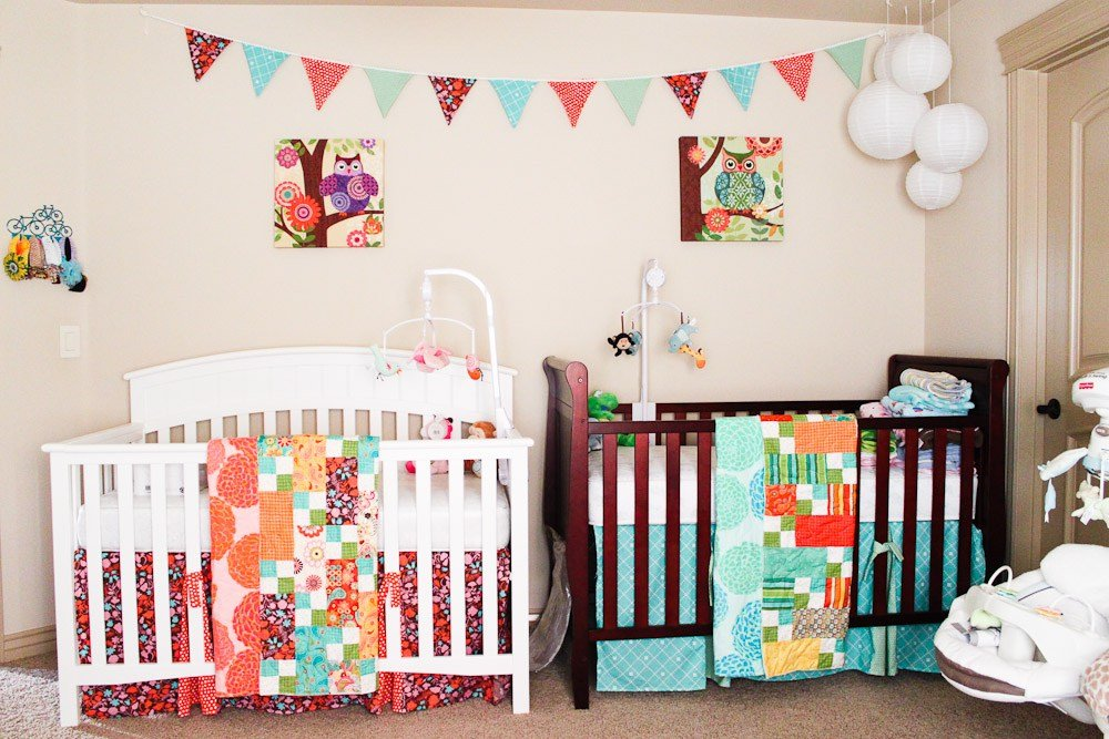 İkiz Bebek Odası | Nursery with two differently colored cribs 1 1