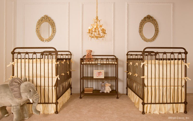 İkiz Bebek Odası | Old fashioned nursery decorated in golden tones 1