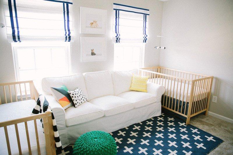 İkiz Bebek Odası | Open and spacious nursery with sailor blue drop down curtains 1 1