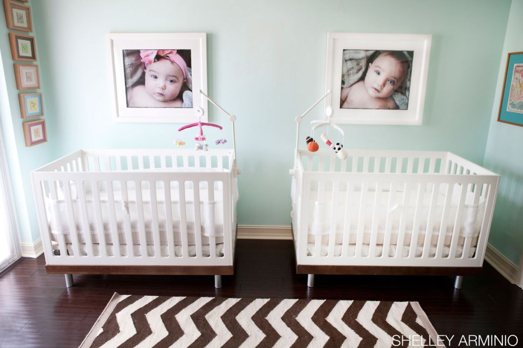 İkiz Bebek Odası | Photographs above the twin cribs 1