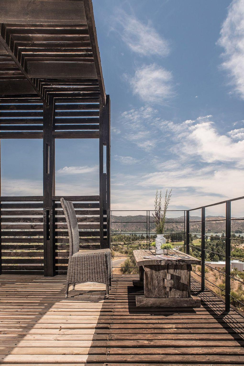Ahşap Ev | Rustic and minimal wooden deck of the home in Chile 1