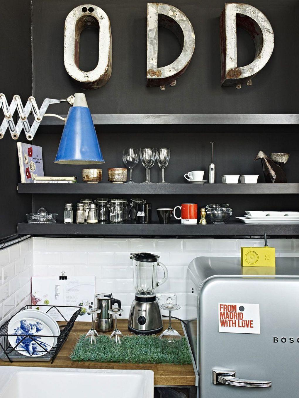 Ressam Evi | Sleek contemporary shelves in the black for the dark kitchenette 1