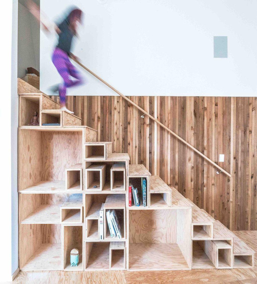 Colorado Evleri | Space savvy staircase design with built in shelving 1