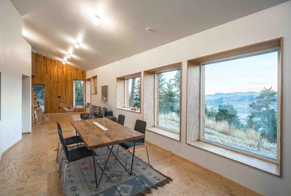 Colorado Evleri | Windows frame the views outside perfectly 1