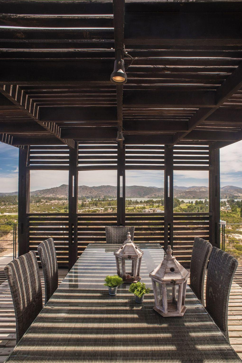 Ahşap Ev | Wooden slats offer shade for the outdoor dining space 1