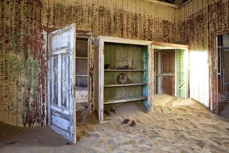 Lee Frost Zaman ve Kum | İçine Kum Girmiş Ev